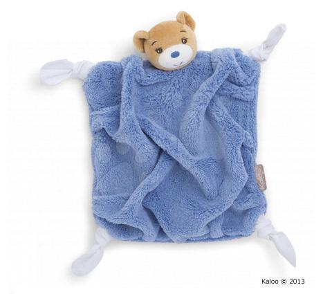 Plyšový medvídek na mazlení Plume-Indigo Bear Doudou Kaloo 20 cm v dárkovém balení pro nejmenší modrý