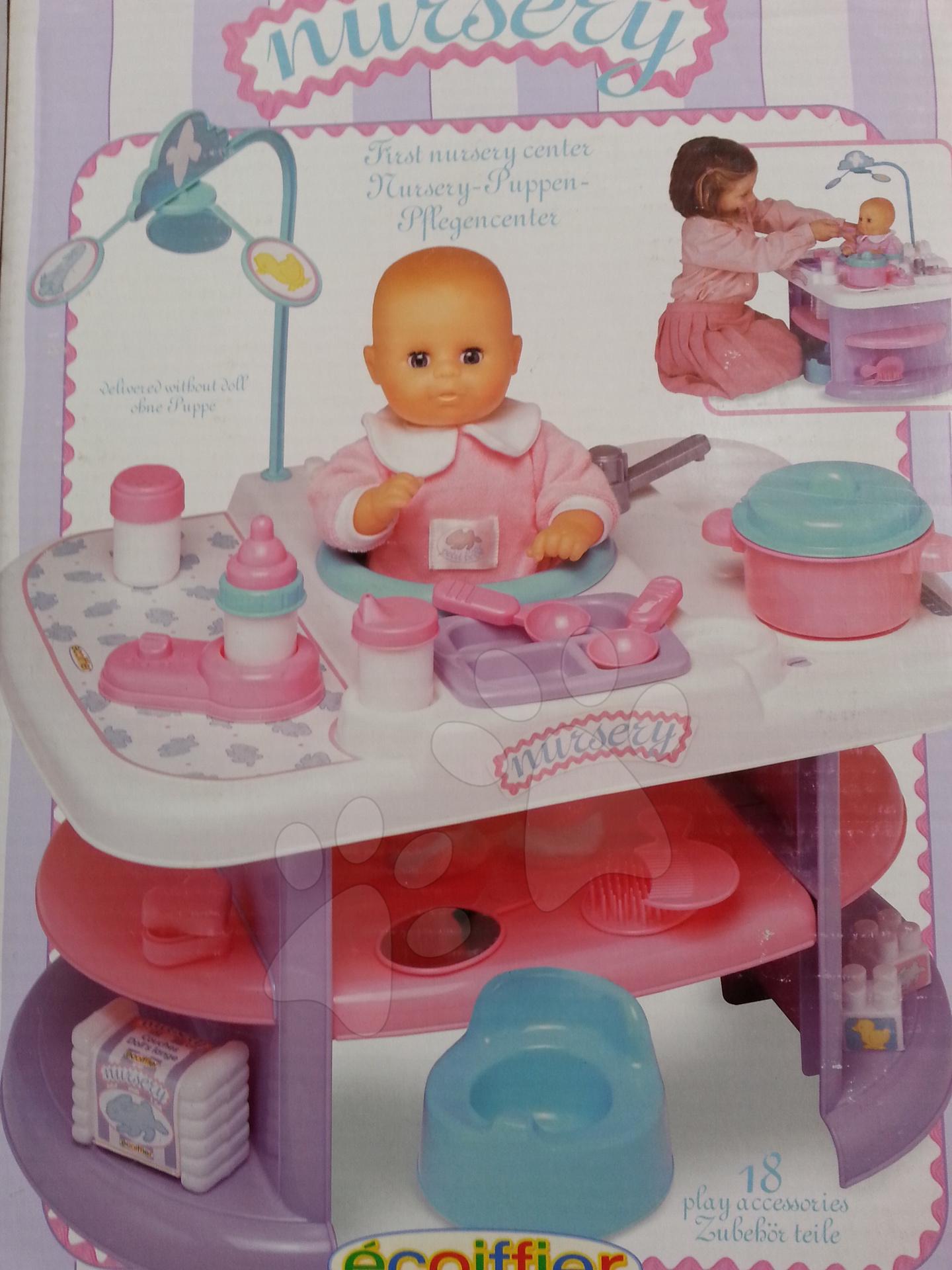 Staré položky - Prebaľovací stolík pre bábiku Nursery Écoiffier s kuchynkou s 24 doplnkami ružovo-biely od 18 mes