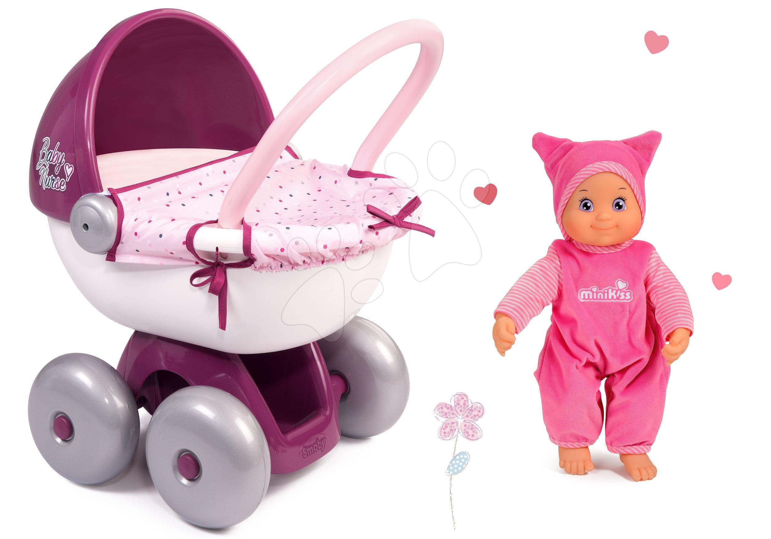 Set panenka Minikiss Smoby 27 cm a hluboký oválný kočárek Baby Nurse pro panenku )56 cm rukojeť) od 18 měsíců
