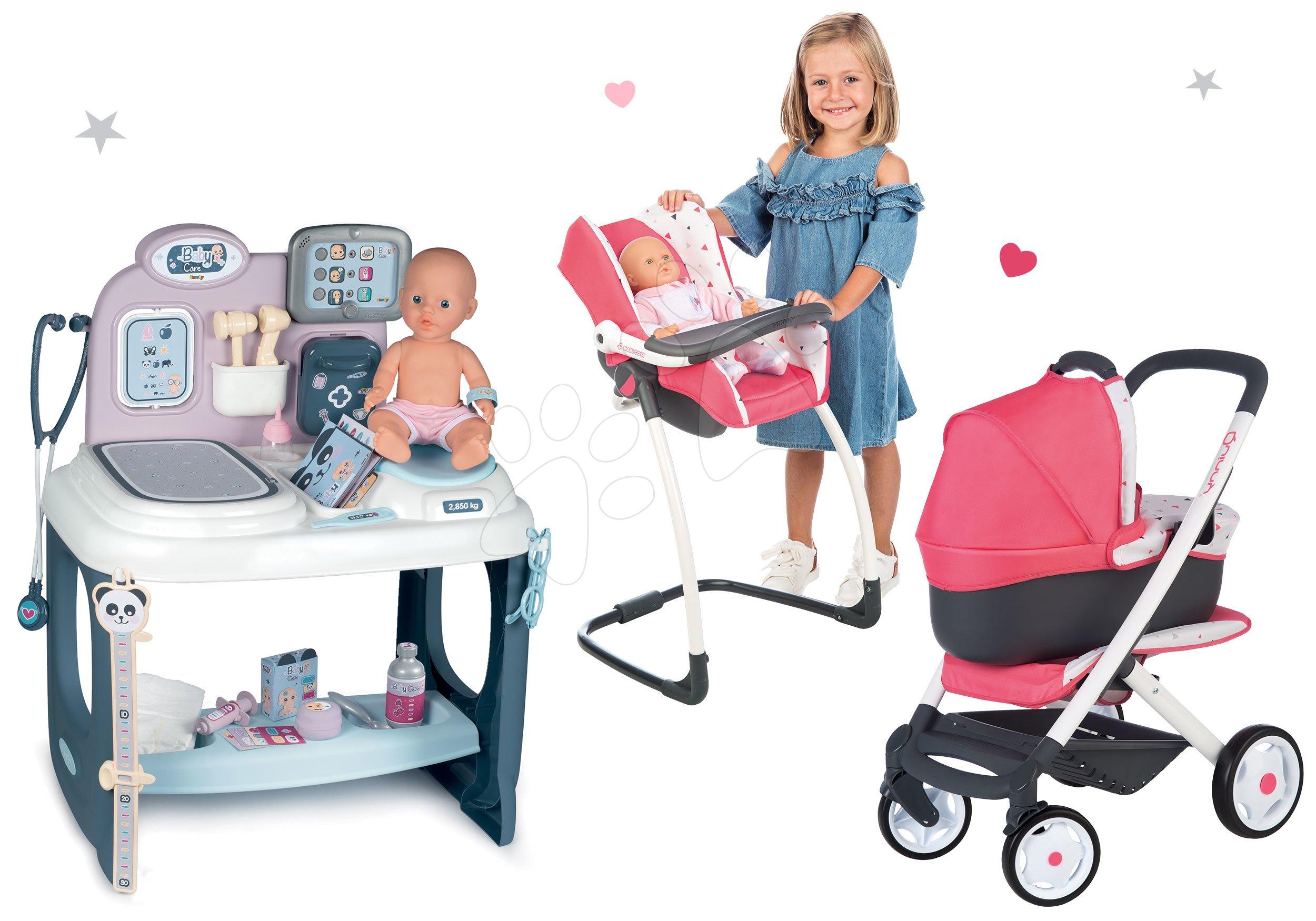 Set zdravotnícky pult pre lekára Baby Care Center Smoby s kočíkom trojkombináciou a jedálenská stolička s hojdačkou a nosítkom Maxi Cosi
