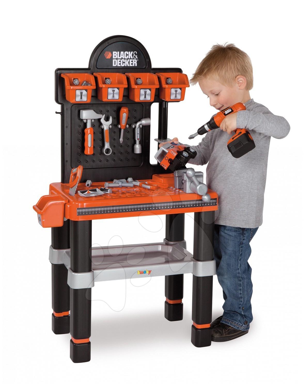 Dětská pracovní dílna Black & Decker Bricolo Center Smoby s mechanickou vrtačkou, autíčkem a 60 doplňky
