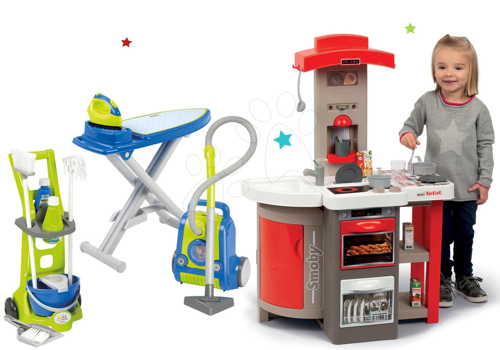 Set kuchynka skladacia elektronická Tefal Opencook Smoby červená s kávovarom a chladničkou a upratovací vozík s vysávačom a žehliacou doskou