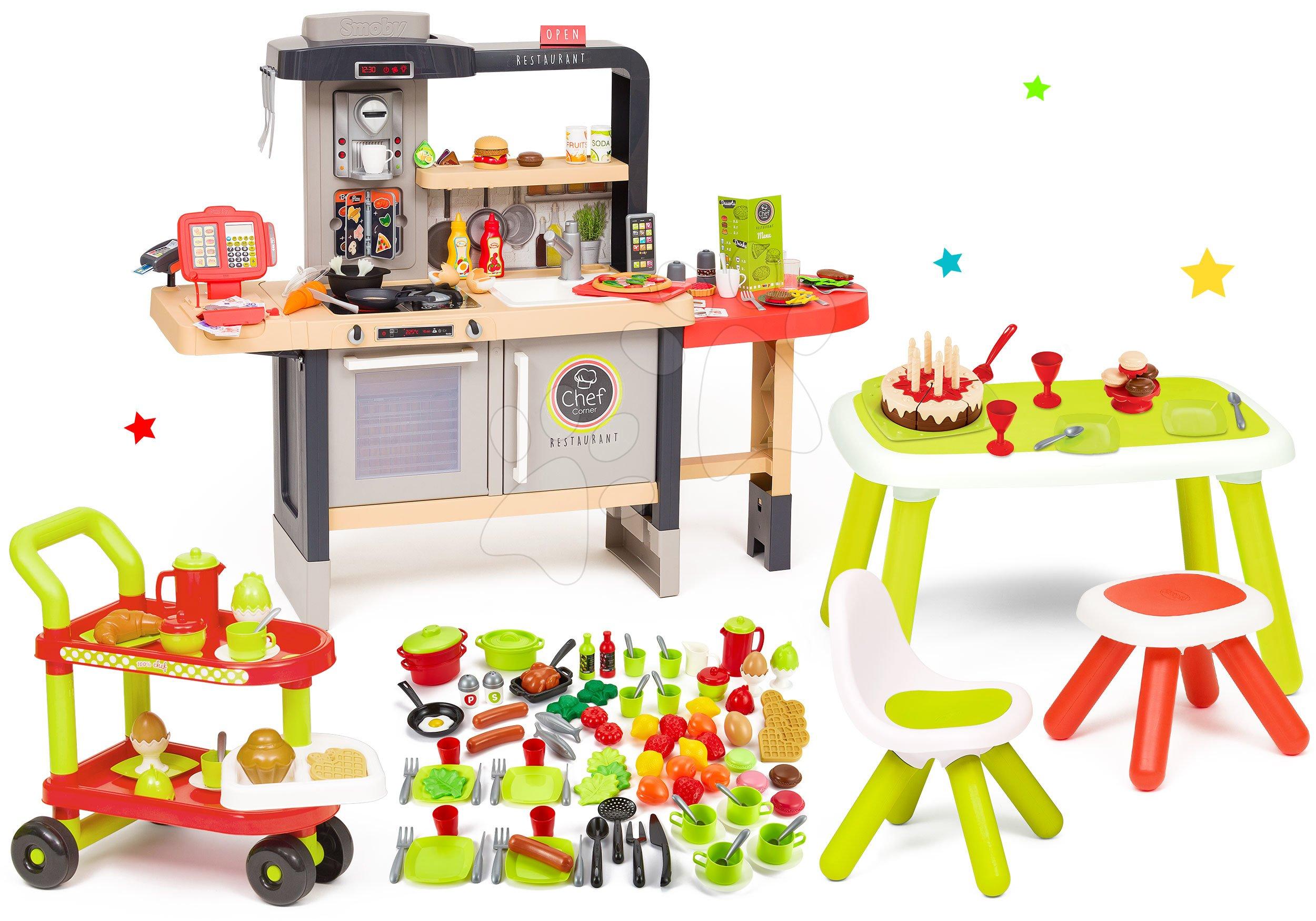 Set reštaurácia s elektronickou kuchynkou Chef Corner Restaurant Smoby a servírovací vozík s potravinami a narodeninová torta na stole so stoličkou