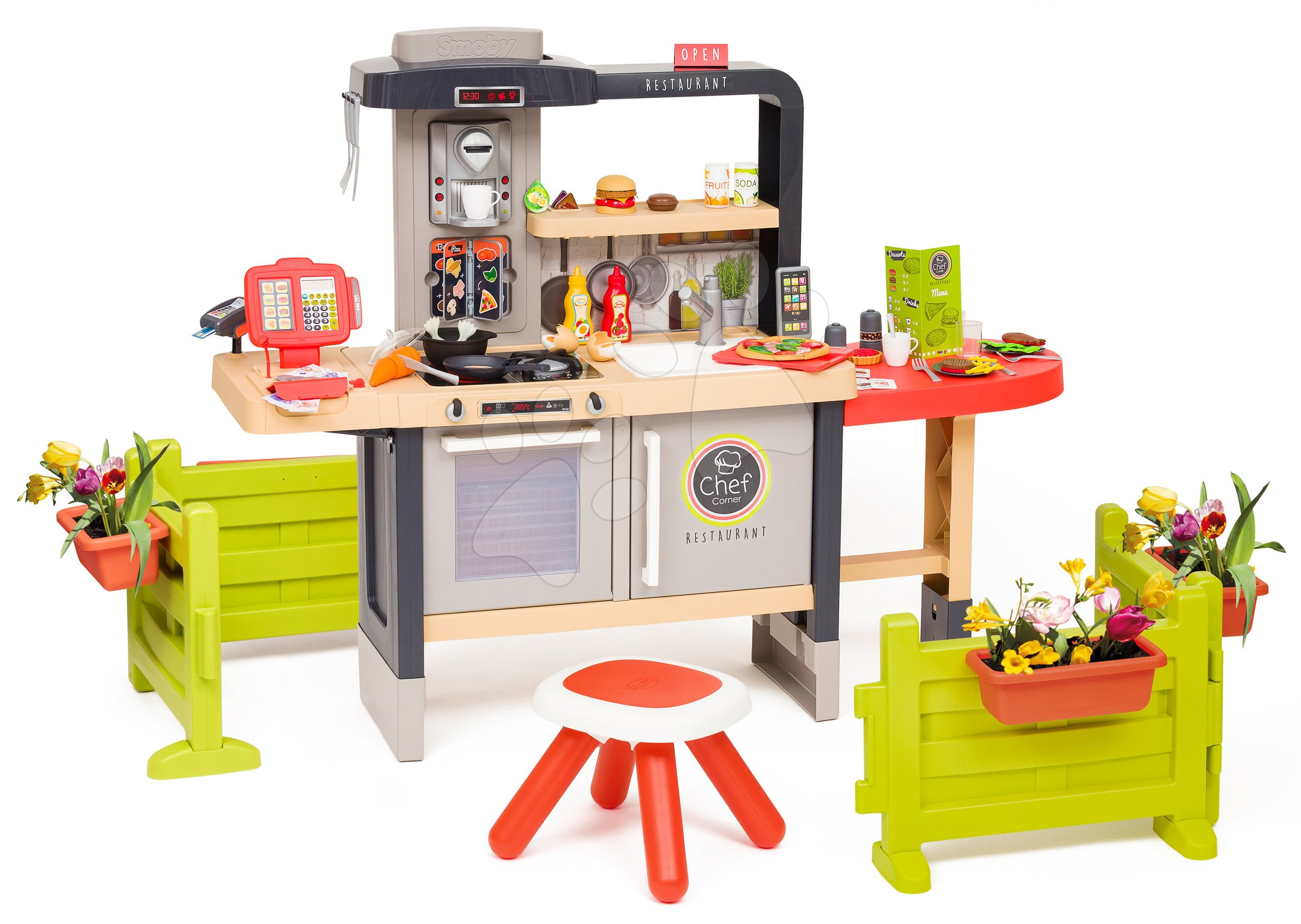 Restaurace s elektronickou kuchyňkou Chef Corner Restaurant Smoby na zahradě