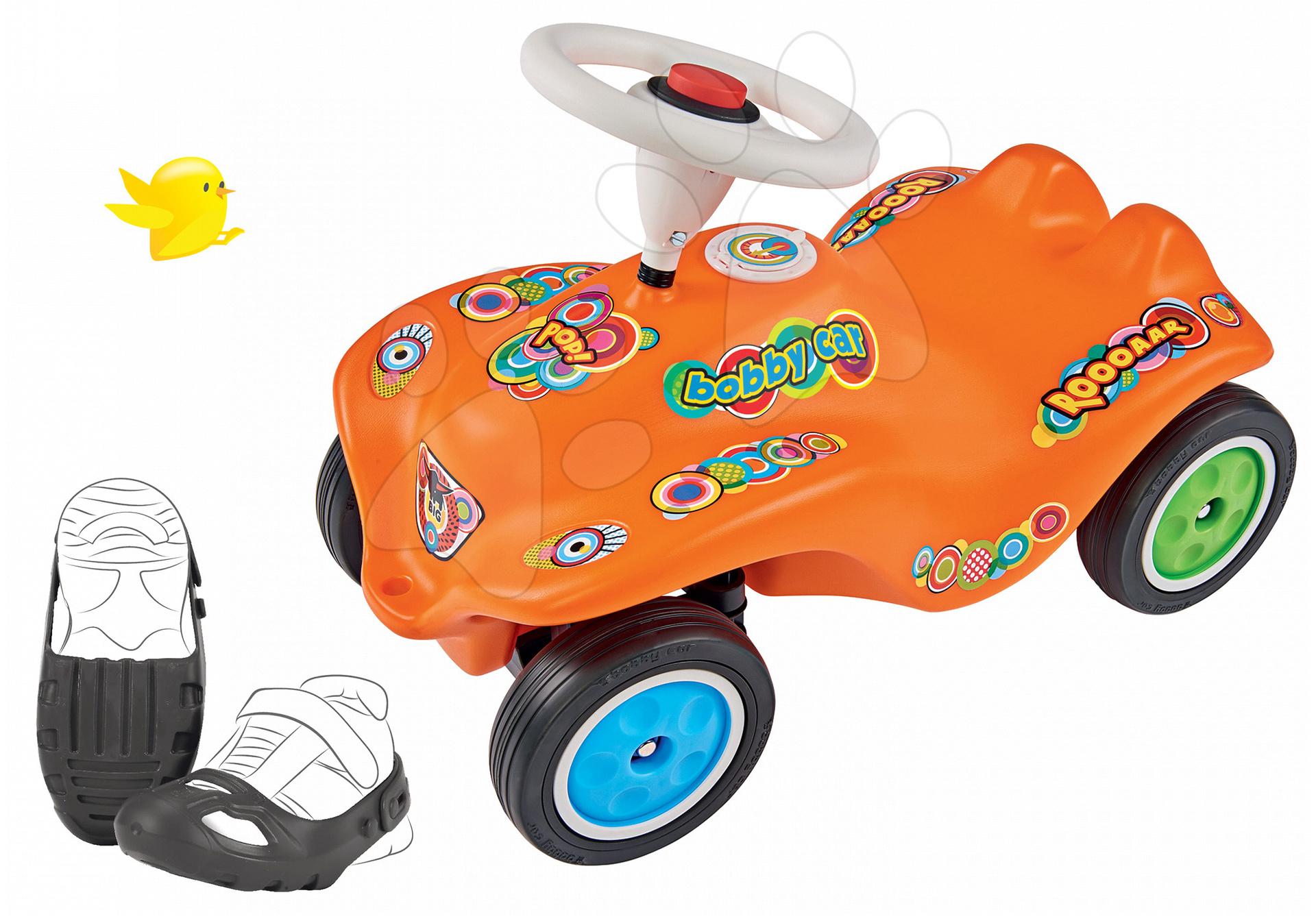 Set odrážedlo auto Retro-Look New Bobby Car BIG oranžové a ochranné návleky na boty od 12 měsíců