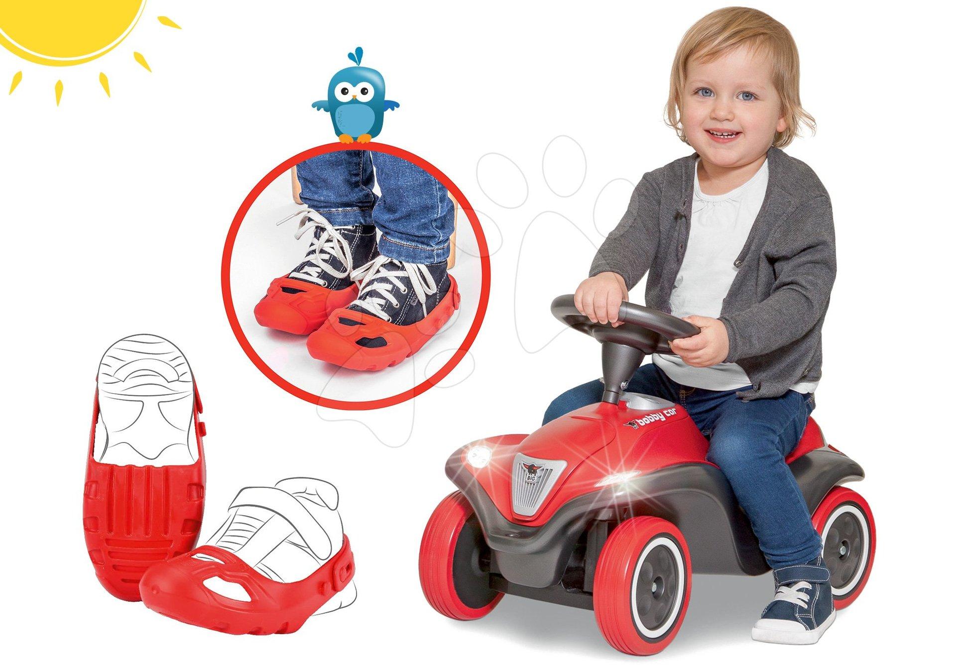 Set odrážadlo auto Next Bobby Car BIG červené a ochranné návleky na topánky ako darček od 12 mes