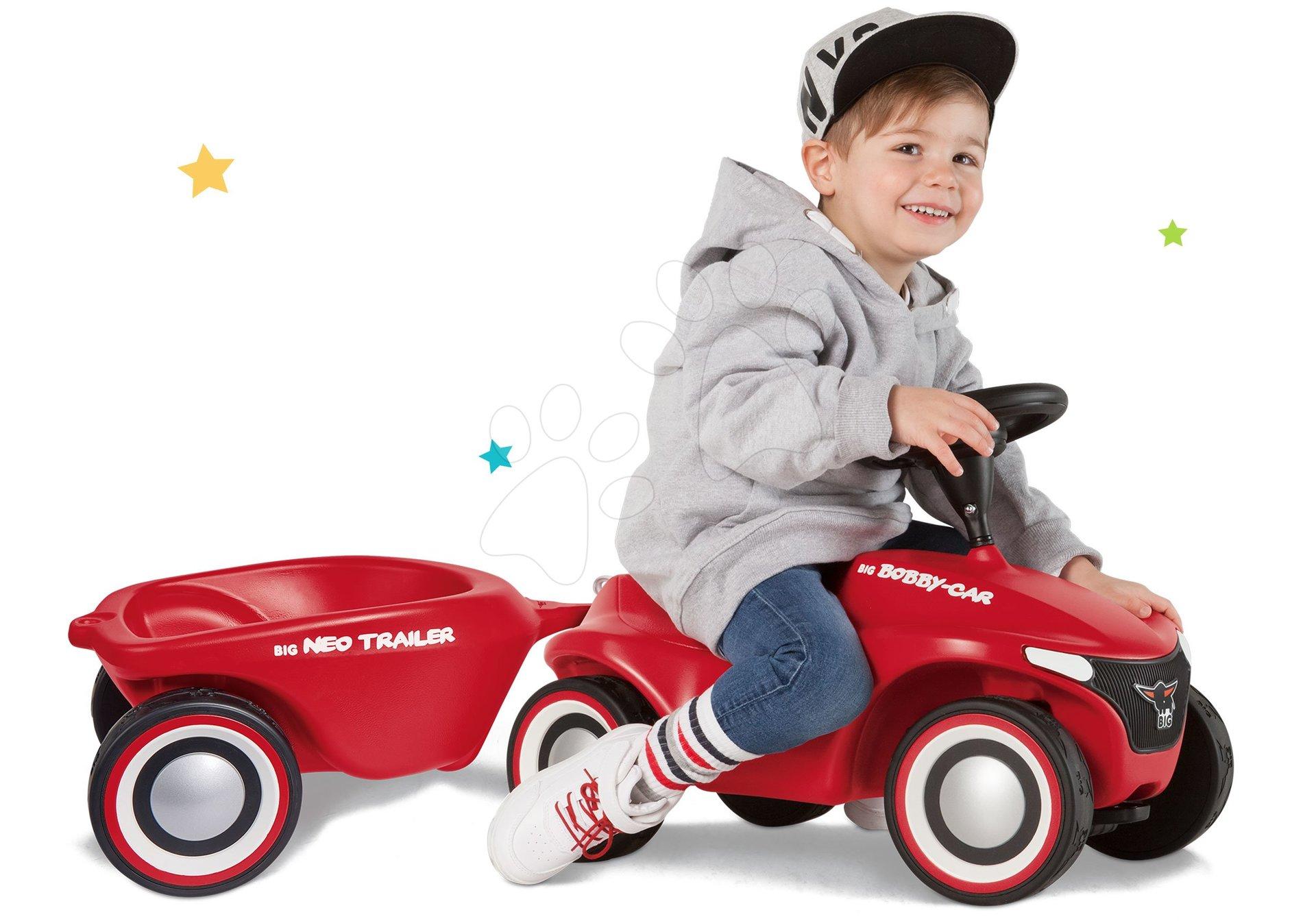 Set babytaxiu Bobby Car Neo Big roșie cu sunete, roți de cauciuc cu 3 straturi și remorcă