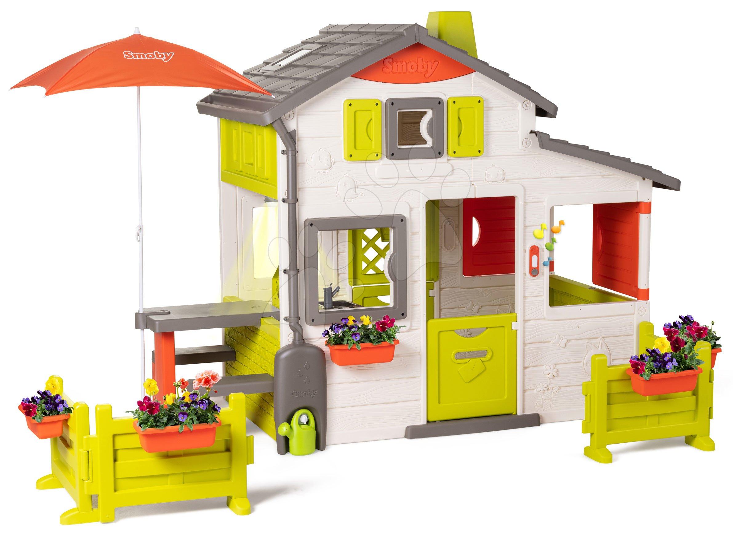 Domček Neo Friends House DeLuxe Smoby s osvetlenou kuchynkou v interiéri a jedálenský kútik pod slnečníkom