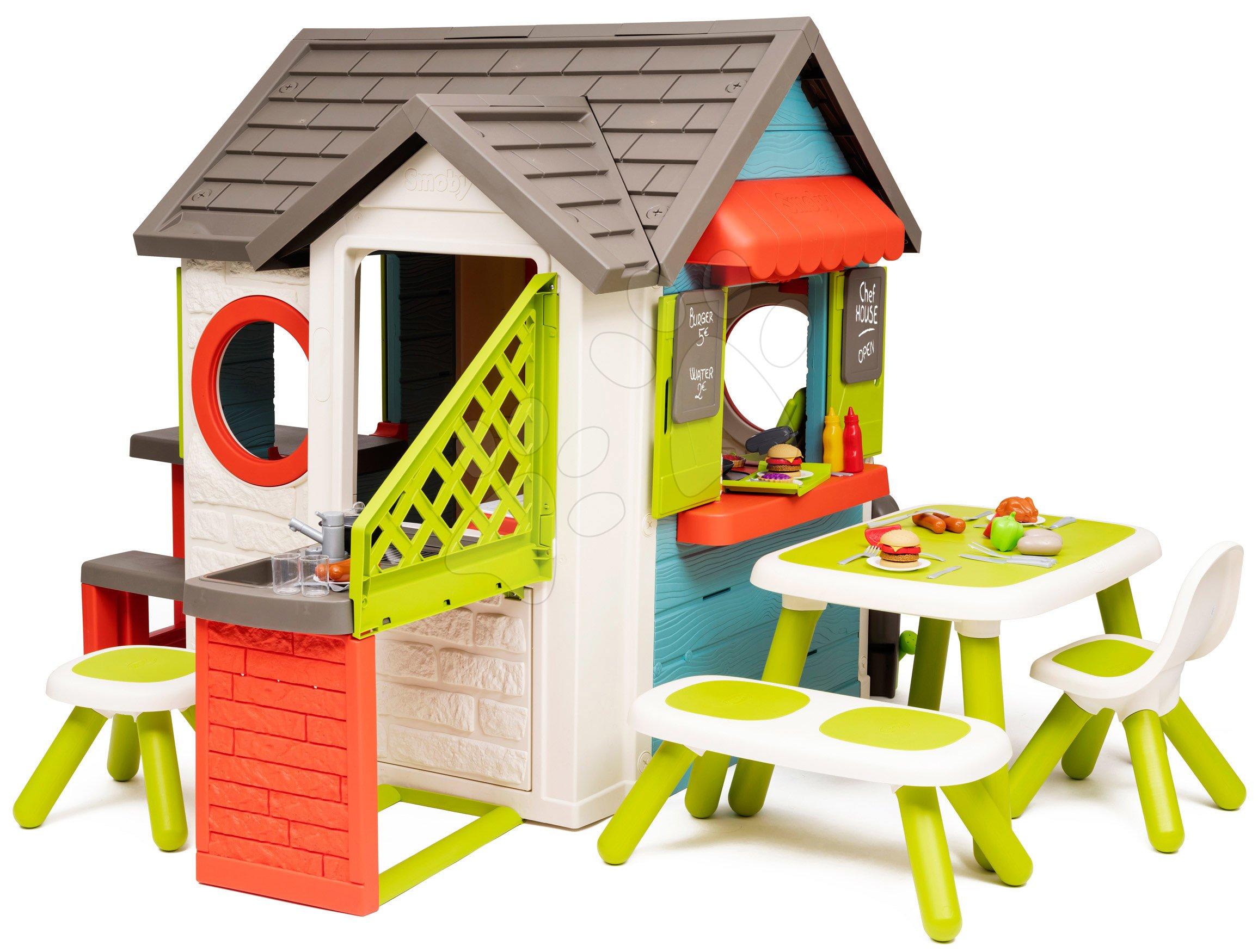Domeček se zahradní restaurací Chef House DeLuxe Smoby a zeleným posezením a plotem