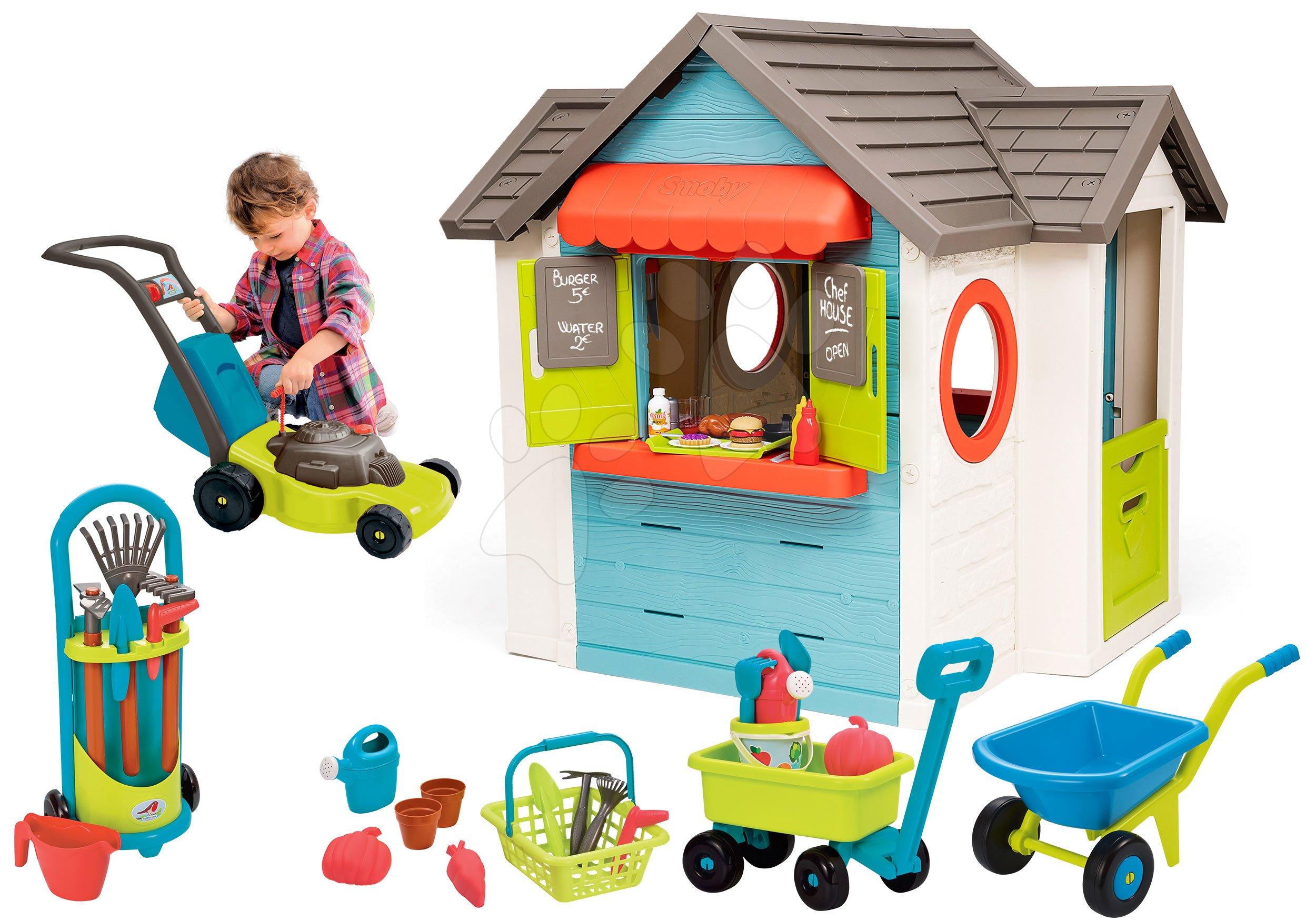 Set domeček se zahradní restaurací Chef House DeLuxe Smoby a sekačka s kolečkem a vozík s kbelíkem a zahradním nářadím