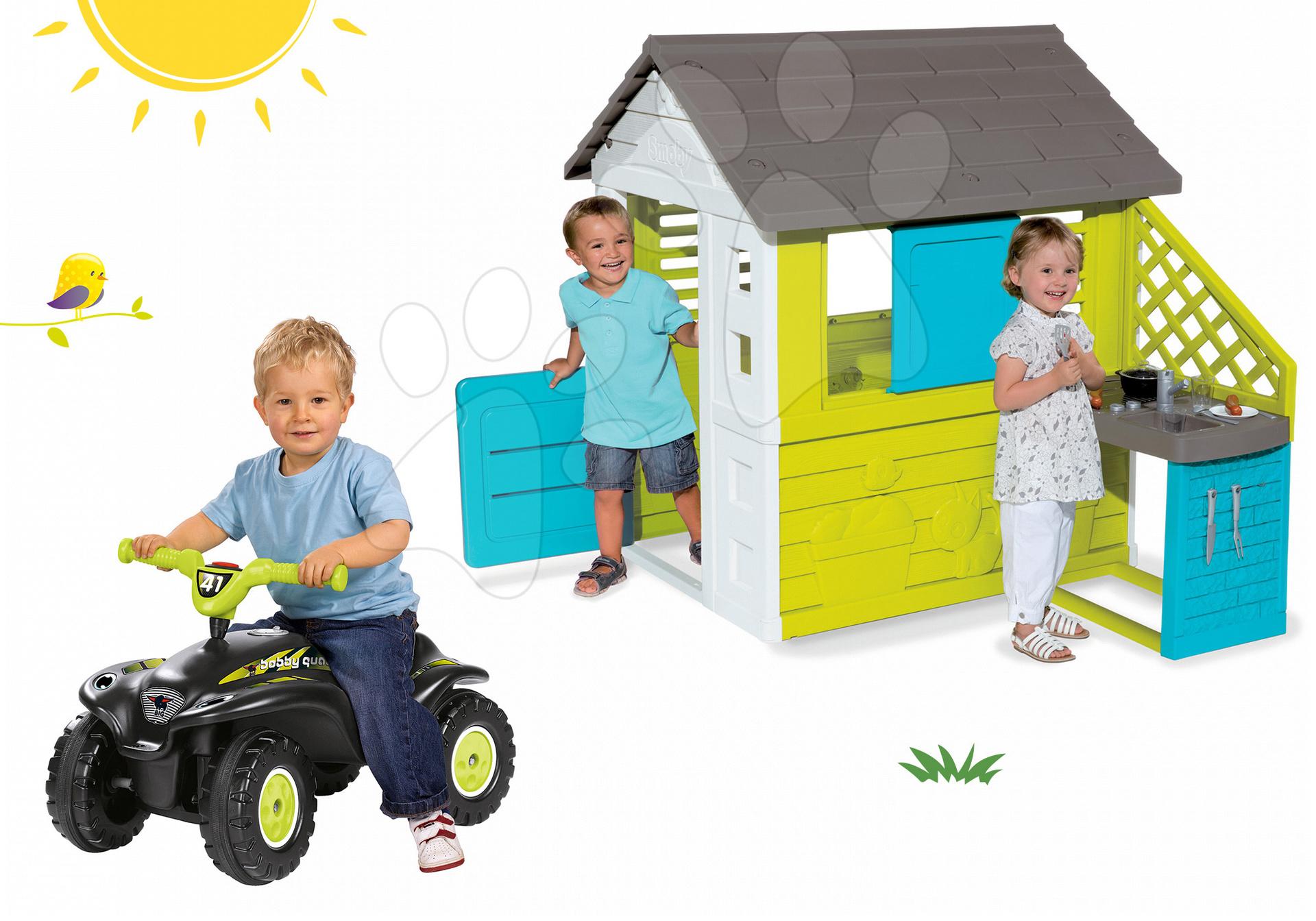 Set domeček Pretty Blue Smoby s letní kuchyňkou, odrážedlo čtyřkolka Quad s klaksonem od 24 měsíců