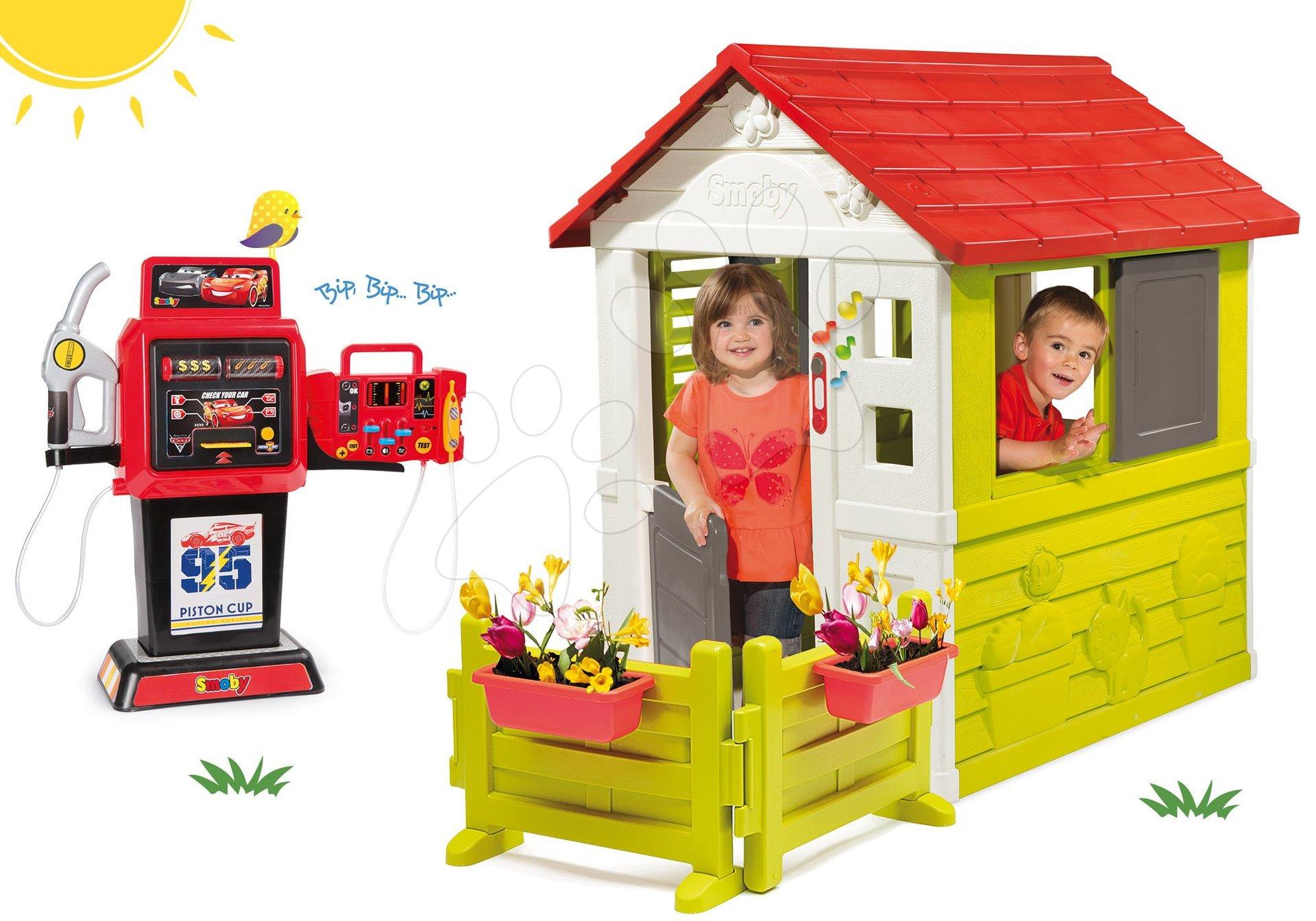 Komplet hišica Nature Smoby rdeča in 3 okna 2 žaluzije in naoknica z zvončkom in vrtičkom ter bencinska črpalka Cars elektronska od 24 mes