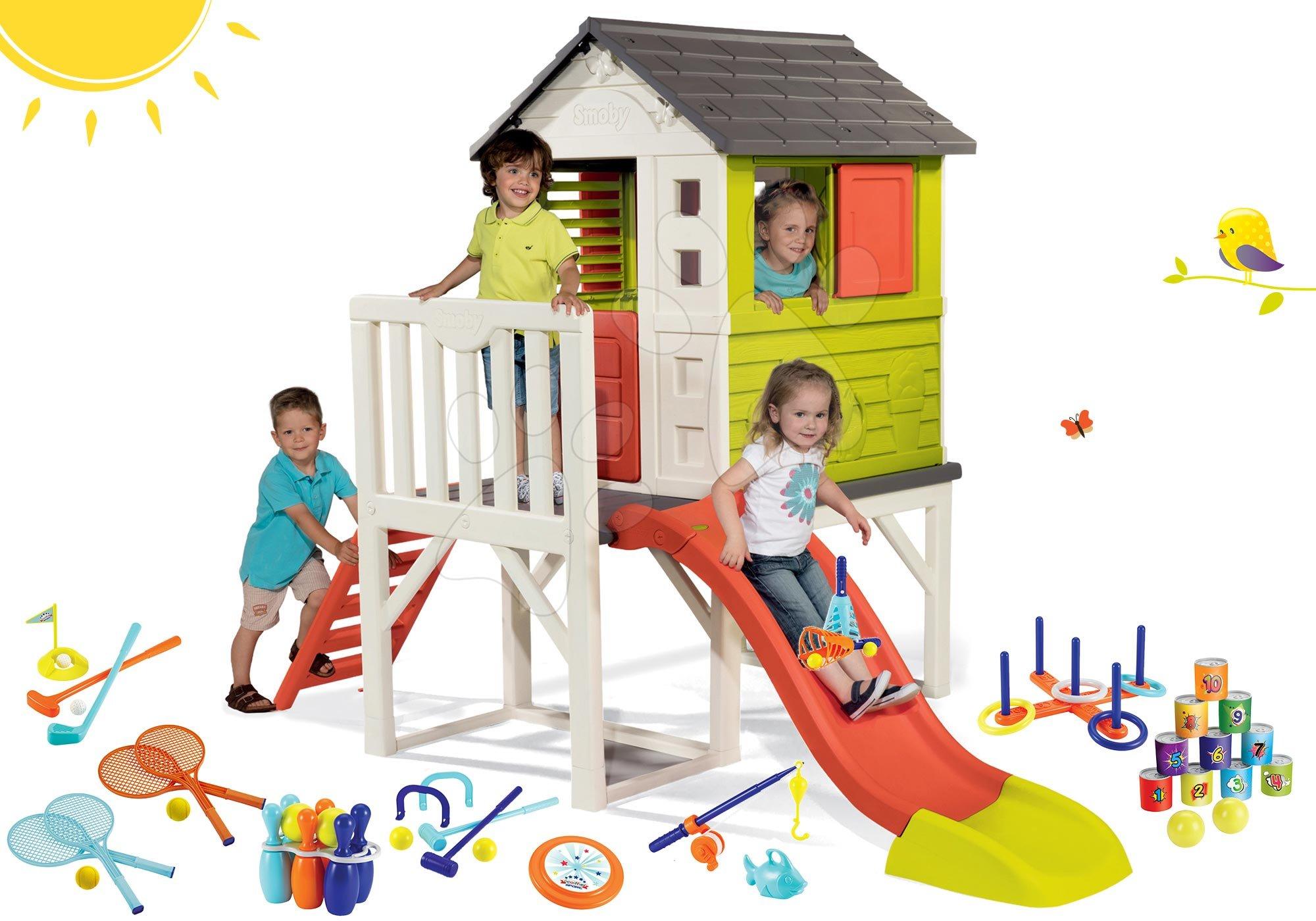 Smoby set dětský domeček na pilířích Pilings House s 1,5 m skluzavkou a sportovní set s plechovkovou pyramidou a kuželky 810800-16