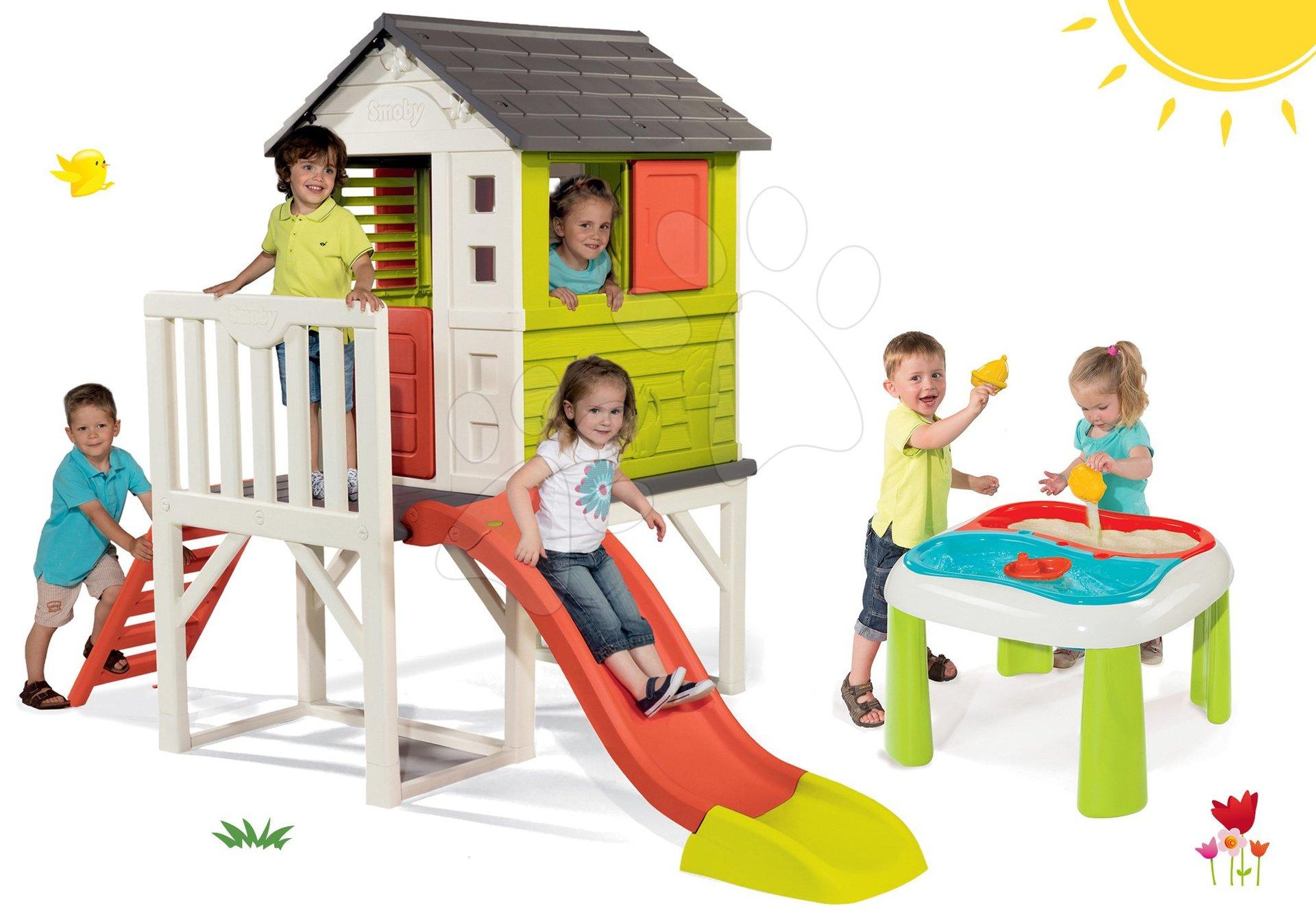 Set domček na pilieroch Pilings House Smoby s 150 cm šmýkľavkou a stôl Voda&Piesok s dvojitým krytom a loďkou od 24 mes