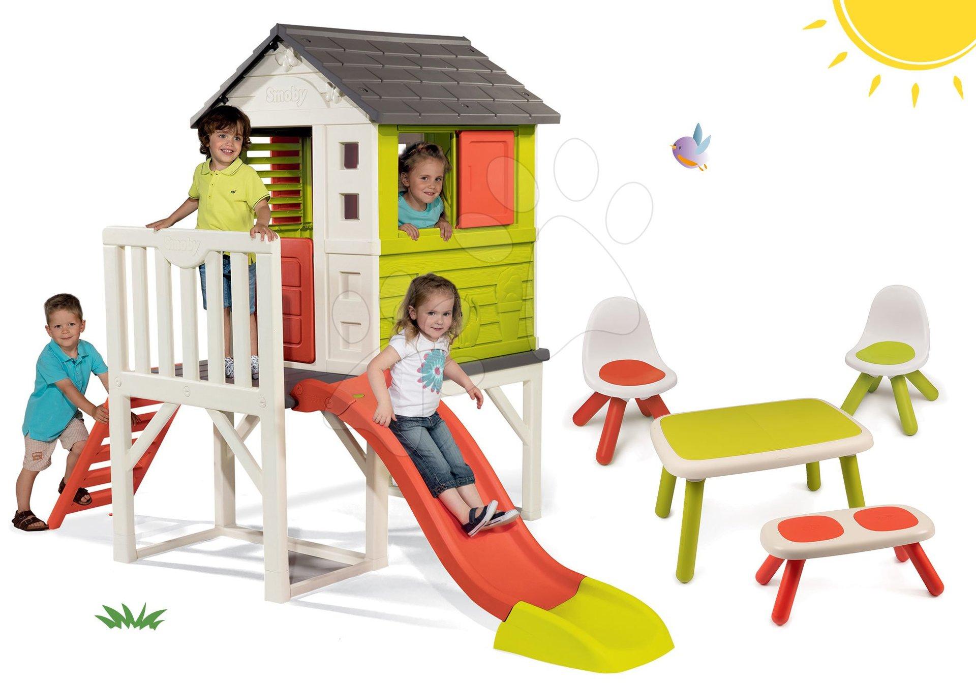 Set detský domček na pilieroch Pilings House Smoby s 1,5 m šmykľavkou a stôl s lavičkou a dve stoličky KidChair