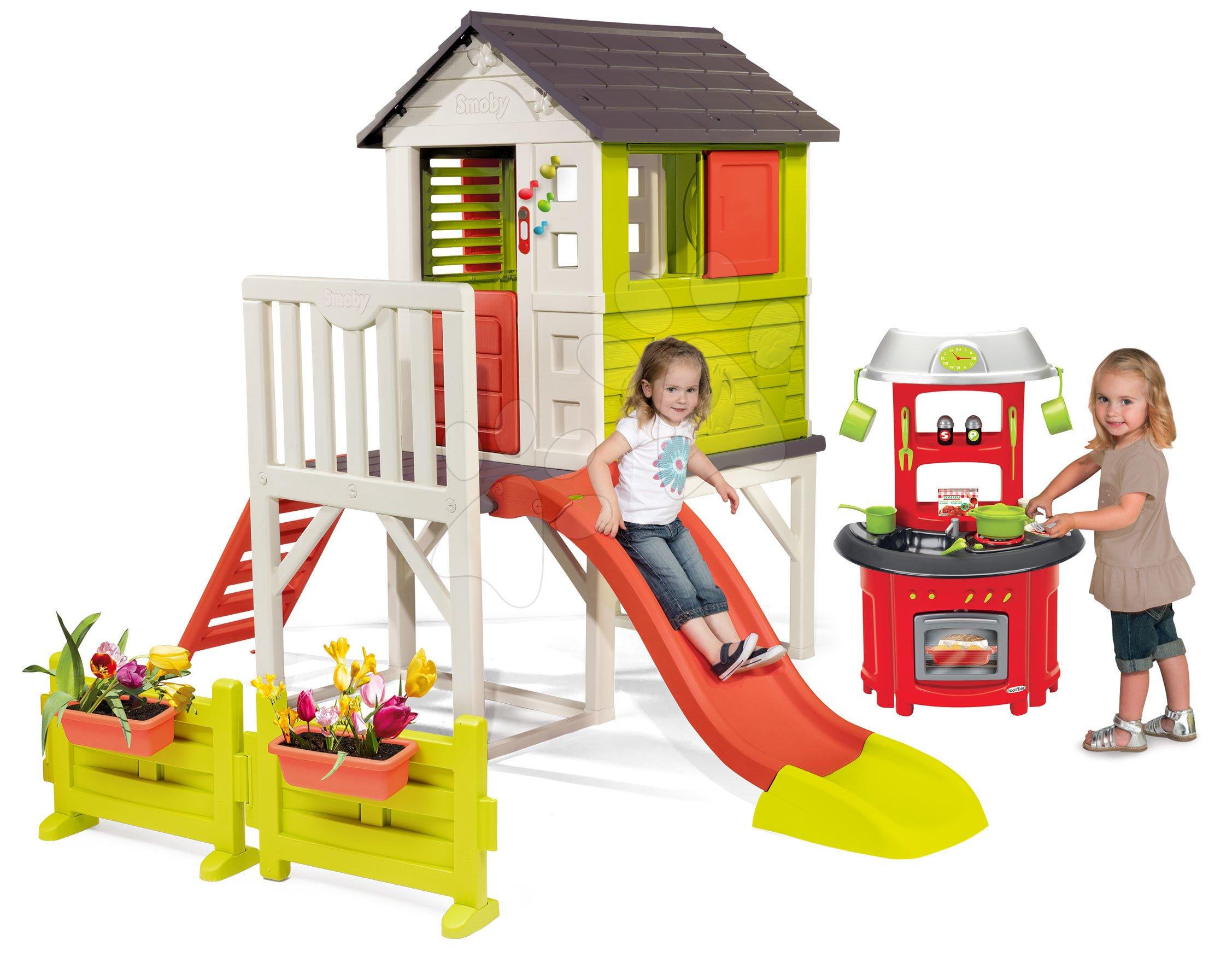 Set detský domček na pilieroch Pilings House Smoby s 1,5 m šmykľavkou s kuchynkou a záhradkou