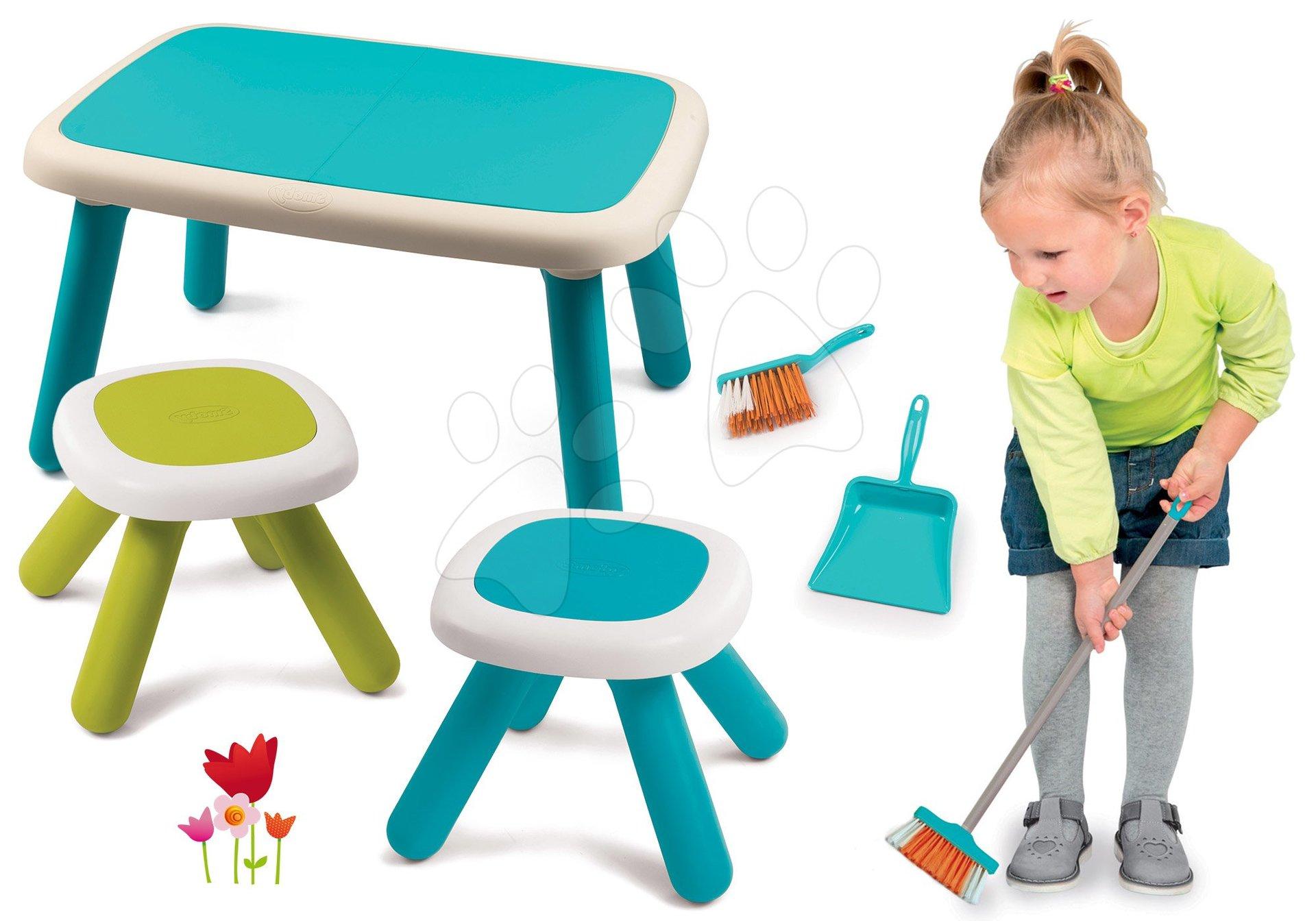Set stôl pre deti KidTable modrý Smoby s dvoma stolčekmi s UV filtrom a metla s lopatkou