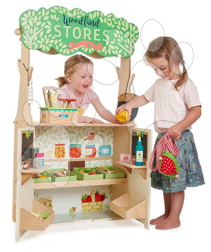 Drevený lesný obchod s divadlom Woodland Stores and Theatre Tender Leaf Toys s bábkami a taškou