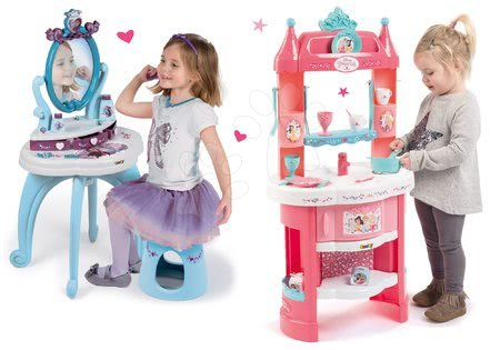 Szett játékkonyha Hercegnők Smoby tornyokkal és 19 kiegészítővel körbejárható és pipere asztal kisszékkel