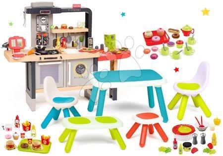 Set restaurace s elektronickou kuchyňkou Chef Corner Restaurant Smoby a jídelna s prostřeným stolem lavičkou a židlemi
