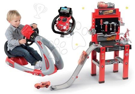 Set pracovná dielňa so skákajúcou rampou Cars 3 Smoby a trenažér V8 Driver elektronický