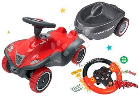 Set odrážedlo auto Next Bobby Car BIG červené a interaktivní zvukový volant a přívěsný vozík od 12 měsíců