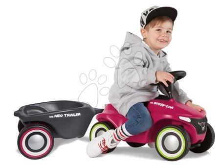 Otroški poganjalci - Komplet poganjalec Bobby Car Neo BIG rožnati z zvokom in 3-slojnimi gumiranimi kolesi in ovalna prikolica z zamenljivimi pokrovi za platišča