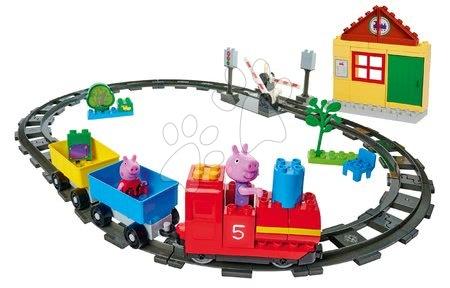 Stavebnice Peppa Pig Train Fun PlayBIG Bloxx železnice s vlakem a domečkem s 2 figurkami od 18 měsíců