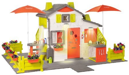 - Házikó Neo Friends House DeLuxe Smoby nagy kerttel és frissitővel a napernyő alatt