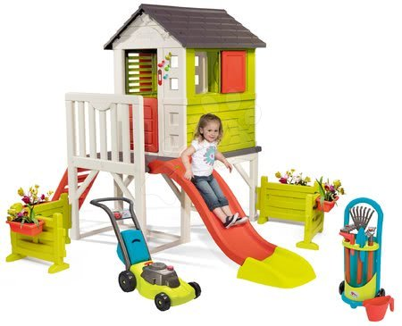 Domečky pro děti - Domeček na pilířích Pilings House Smoby s 1,5 m skluzavkou zvonkem a zahrada se sekačkou a nářadím