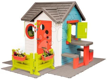 Domečky pro děti - Domeček se zahradní restaurací Chef House DeLuxe Smoby na podlaze se stolem a zahrádkou_1