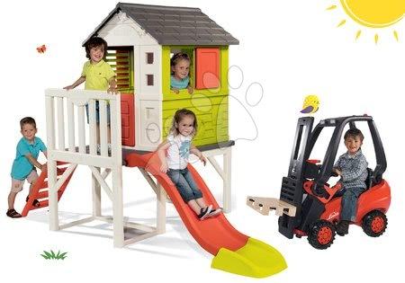 Hračky pre chlapcov - Set domček na pilieroch Pilings House Smoby s 150 cm šmýkľavkou a vysokozdvižný vozík na šliapanie Linde s paletou od 24 mes