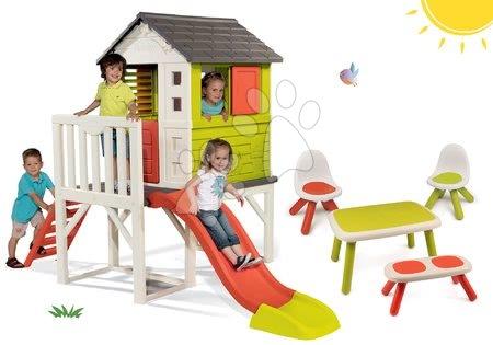 Komplet otroška hišica na stebrih Pilings House Smoby s 1,5 m toboganom in mizica s klopjo in dvema stolčkoma KidChair od 24 mes