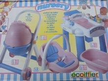 ÉCOIFFIER 21850 opatrovateľské centrum Nursery (stôl, kočík, autosedačka) od 18 mesiacov +15 doplnkov