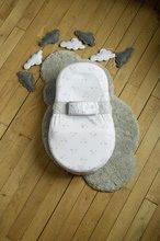 Hračky pre bábätká - Hniezdo na spanie Cocoonababy® pre bábätká Dreamy Cloud Red Castle 0-4 mesiacov s doplnkami s obláčikmi_0