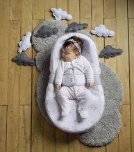 Hračky pre bábätká - Hniezdo na spanie Cocoonababy® pre bábätká Dreamy Cloud Red Castle 0-4 mesiacov s doplnkami s obláčikmi_1