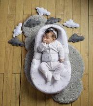 Hračky pre bábätká - Hniezdo na spanie Cocoonababy® pre bábätká Dreamy Cloud Red Castle 0-4 mesiacov s doplnkami s obláčikmi_3