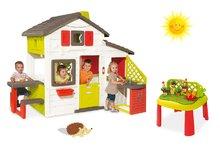 Set domeček Přátel Smoby s kuchyňkou a tekoucí vodou a stůl Zahradník De Jardinage od 2 let