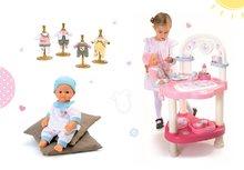 Set prebaľovací stôl pre bábiku Baby Nurse Srdiečko Smoby, bábika v dupačkách 32 cm a 3 šatôčky
