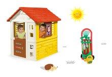 Set domček pre deti Máša a medveď Pretty Smoby so zasúvacou okenicou a vozík s náradím do záhrady od 2 rokov