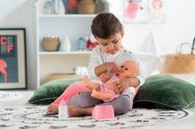 Bábiky od 24 mesiacov - Bábika Emma pije ciká a kúpe sa Mon Grand Poupon Corolle 36 cm s modrými klipkajúcimi očami a 3 doplnky od 24 mes_14