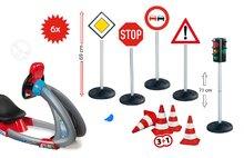 Set simulator electronic V8 Driver Smoby cu sunet, cu lumină şi indicatoare rutiere cu semafor şi cu conuri indicatoare