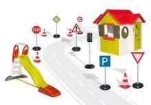 Set domeček My House Smoby se zvonkem, skluzavka Toboggan XL s délkou 2,3 m, semafor, dopravní značky a silniční kužely od 2 let