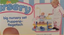 Domčeky pre bábiky - Prebaľovací stôl pre bábiku Nursery Écoiffier s kuchynkou s 24 doplnkami modro-biely od 18 mes_1
