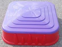 Pískoviště pro děti Starplast čtverec s krytem objem 60 litrů od 2 let červeno-fialové