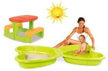 Set dětské pískoviště Motýl Smoby s vodotryskem zelené a dětský stůl Piknik od 2 let