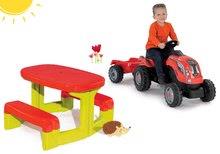 Set dětský stůl Piknik Smoby s úložným prostorem a traktor RX Bull s přívěsem od 2 let