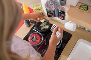 Kuchynky pre deti sety - Set kuchynka rastúca s tečúcou vodou a mikrovlnkou Tefal Evolutive Smoby a zeleninový Bio stánok s vozíkom Organic 100% Chef ako darček_26