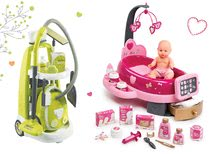 Hry na domácnosť - Set upratovací vozík s elektronickým vysávačom Vacuum Cleaner Smoby a opatrovateľské centrum s bábikou a jedálenskou stoličkou a klokankou_35
