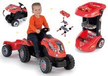 Set pracovní stůl na kolečkách Cars 3 Smoby a traktor na šlapání s přívěsem
